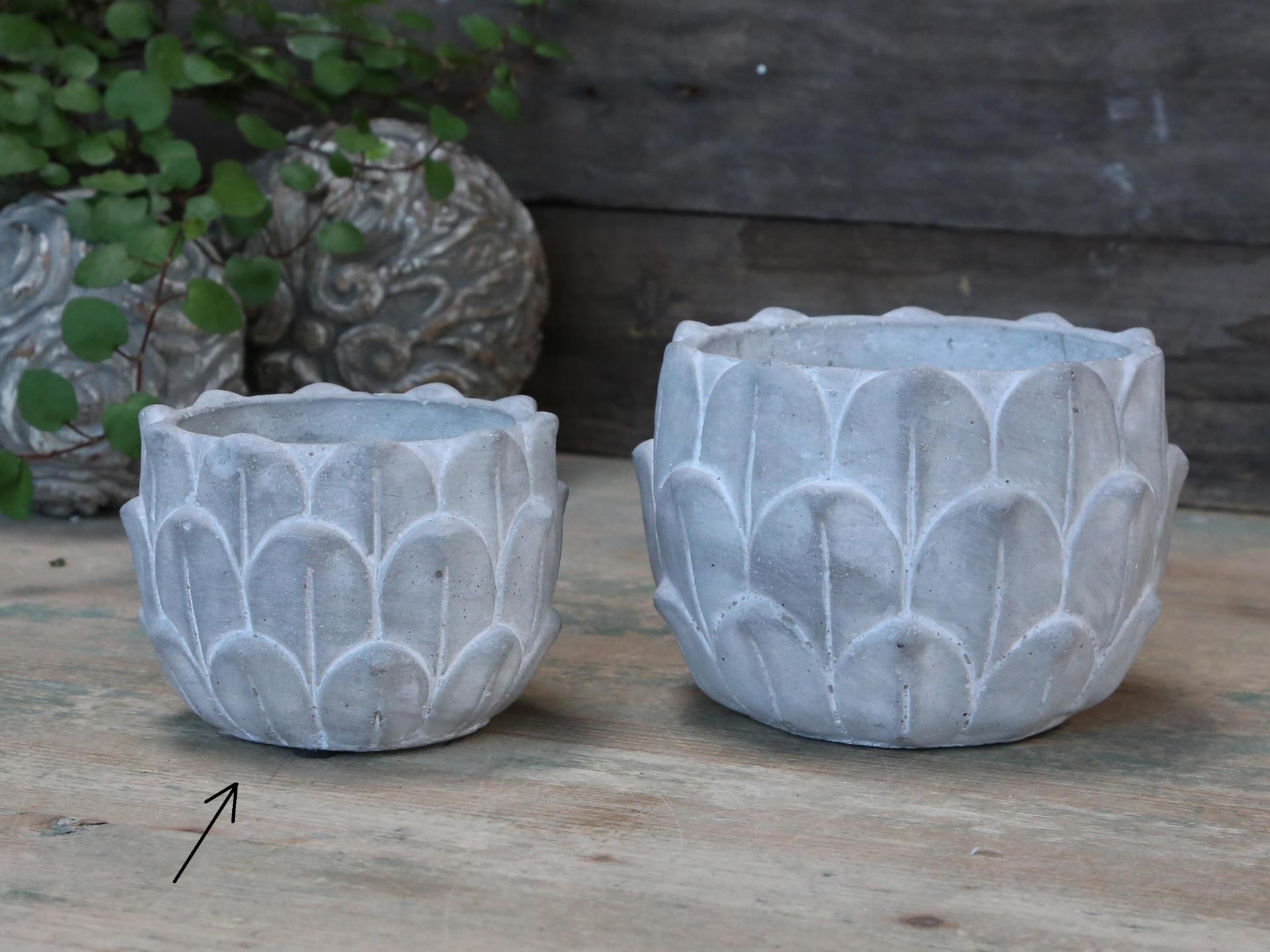 Chic Antique Obal na květiny Lotos Concrete - menší, šedá barva, beton