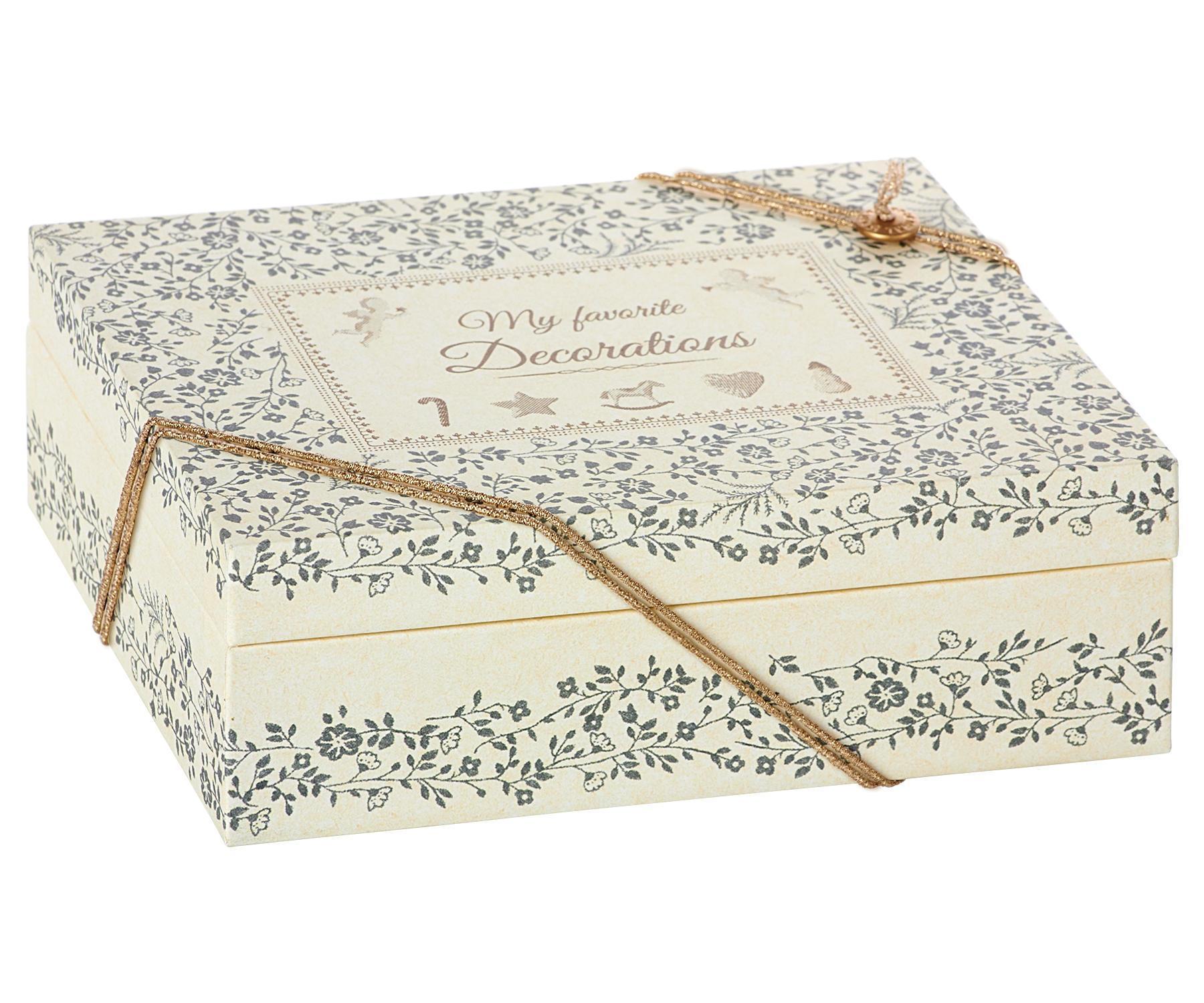 Maileg Papírová krabička Christmas Decorations, krémová barva, papír