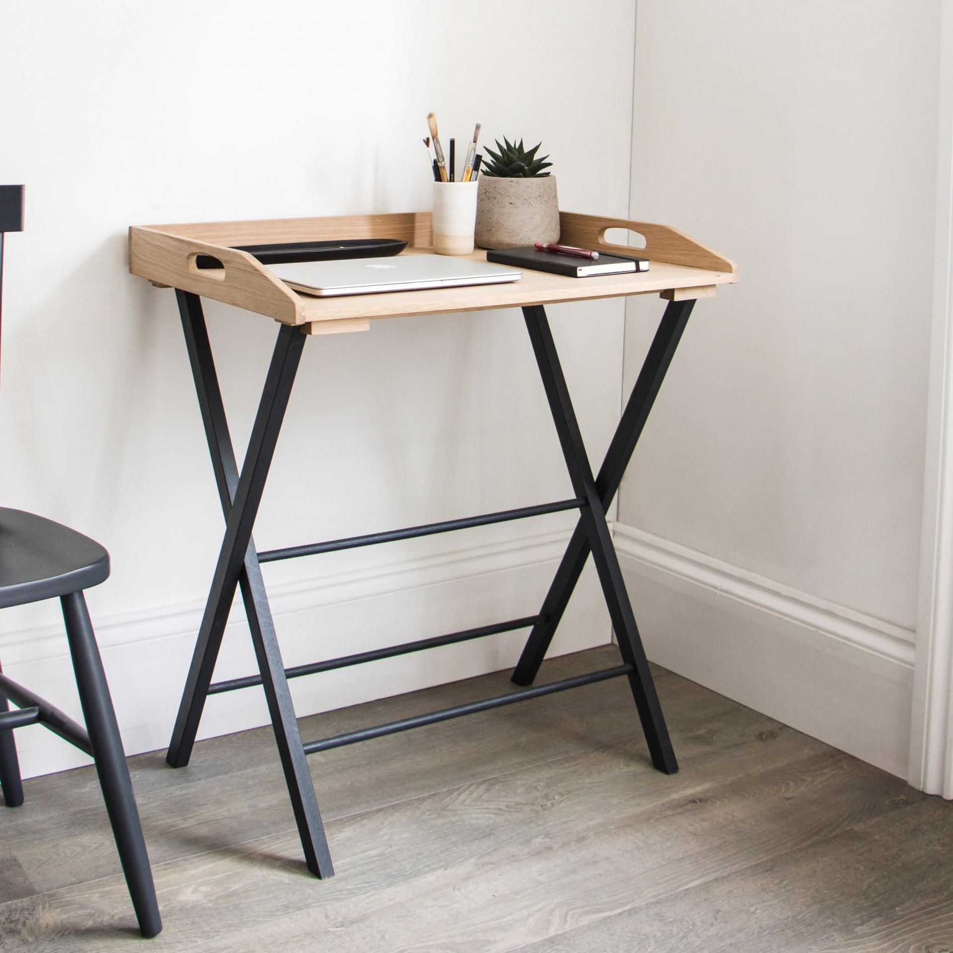 Garden Trading Skládací stolek Carbon Oak, černá barva, hnědá barva, dřevo, kov