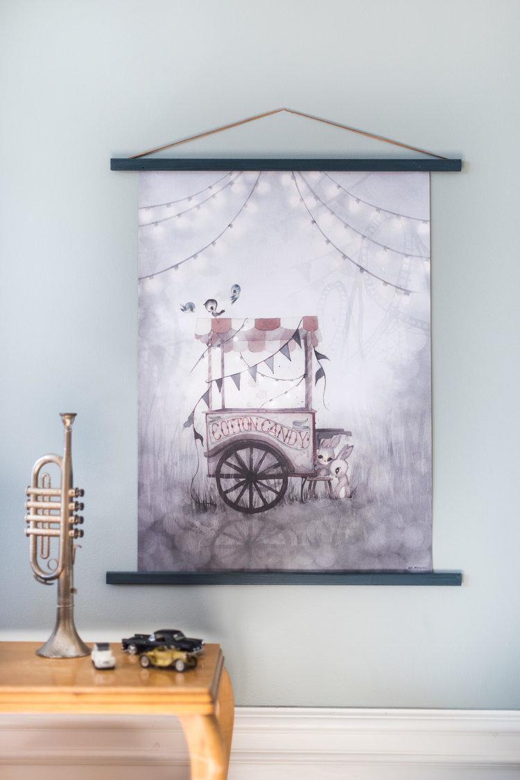 MRS. MIGHETTO Plakát COTTON CANDY 50 x 70 cm - Limited Edition, šedá barva, papír