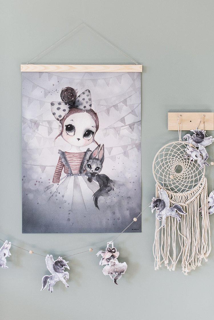MRS. MIGHETTO Plakát MISS EMMA 50 x 70 cm - Limited Edition, šedá barva, papír