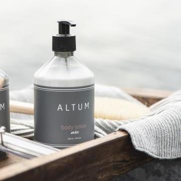 IB LAURSEN Tělové mléko ALTUM - Amber 500ml, šedá barva, plast