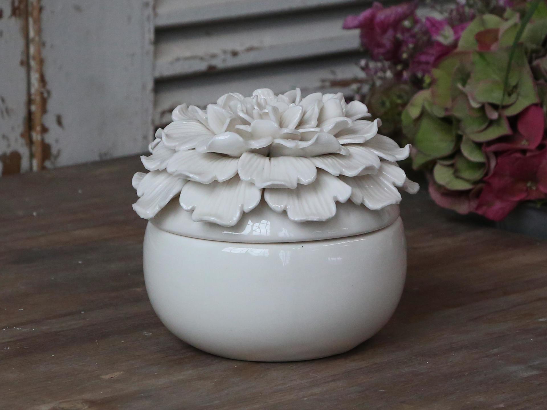Chic Antique Dózička Flower White, bílá barva, keramika