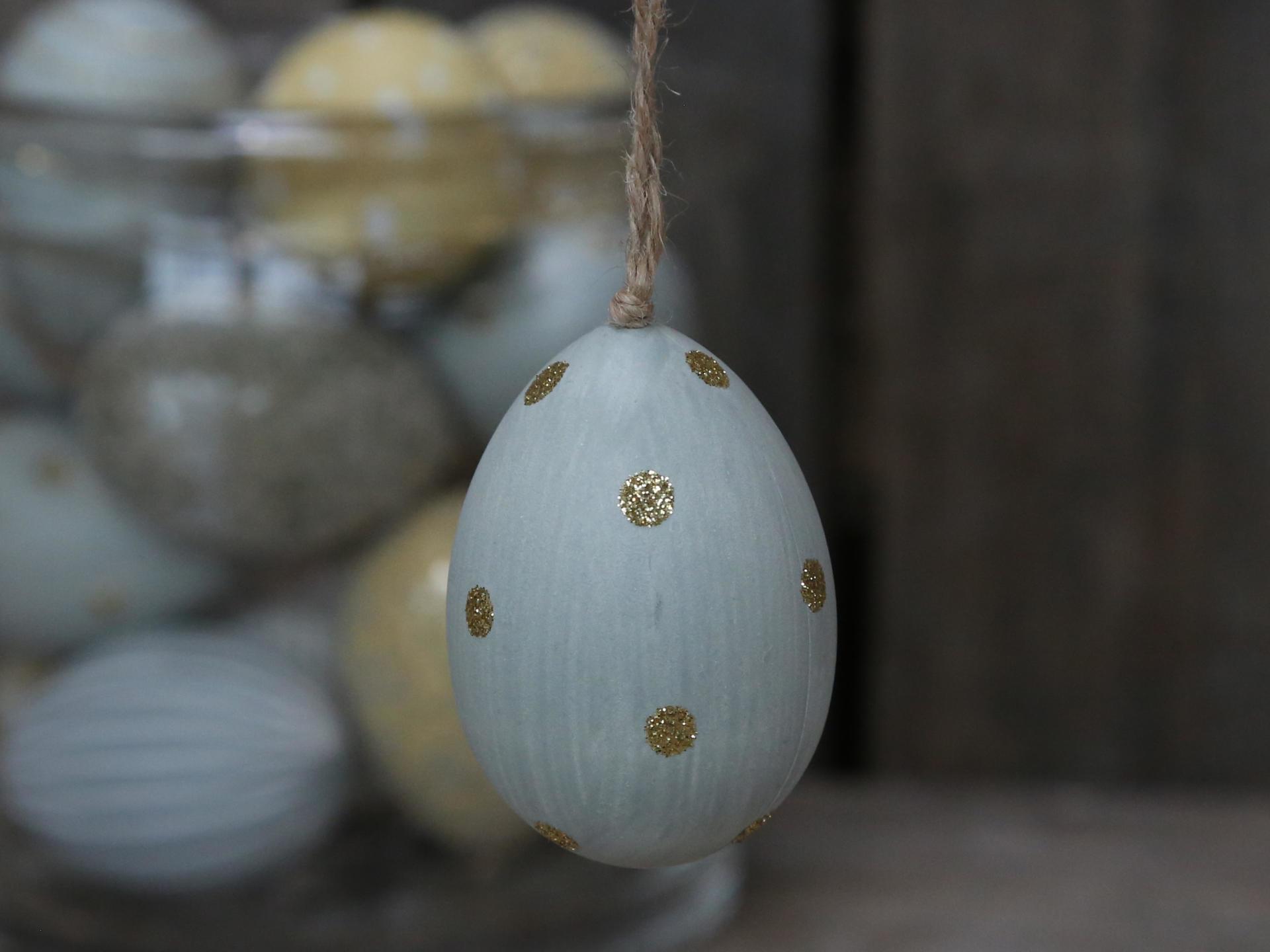 Chic Antique Závěsné plastové vejce Light Blue Dots, modrá barva, šedá barva, zlatá barva, plast