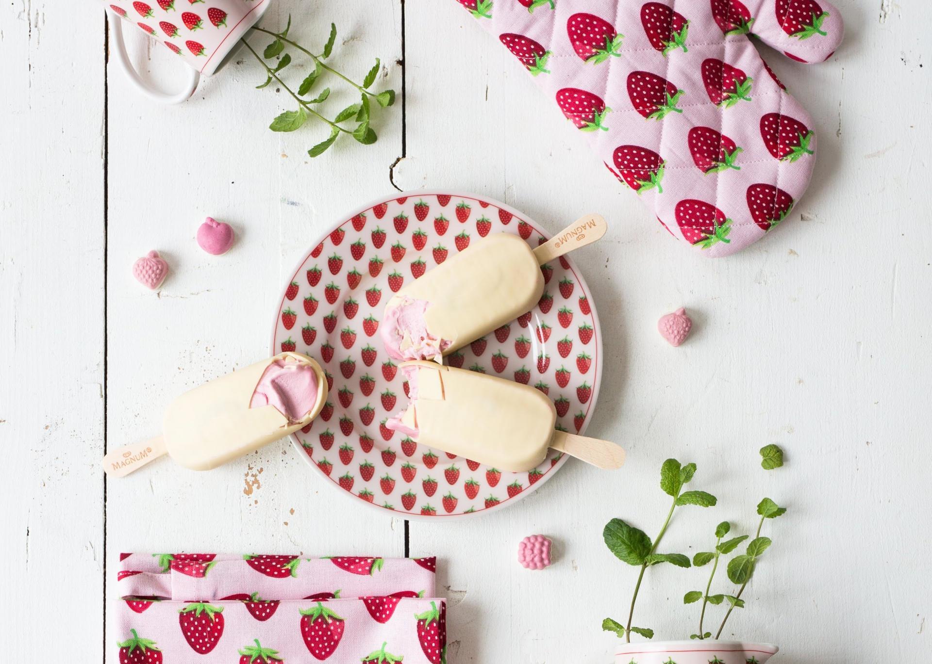 Krasilnikoff Dezertní talíř Strawberry, růžová barva, porcelán 20 cm