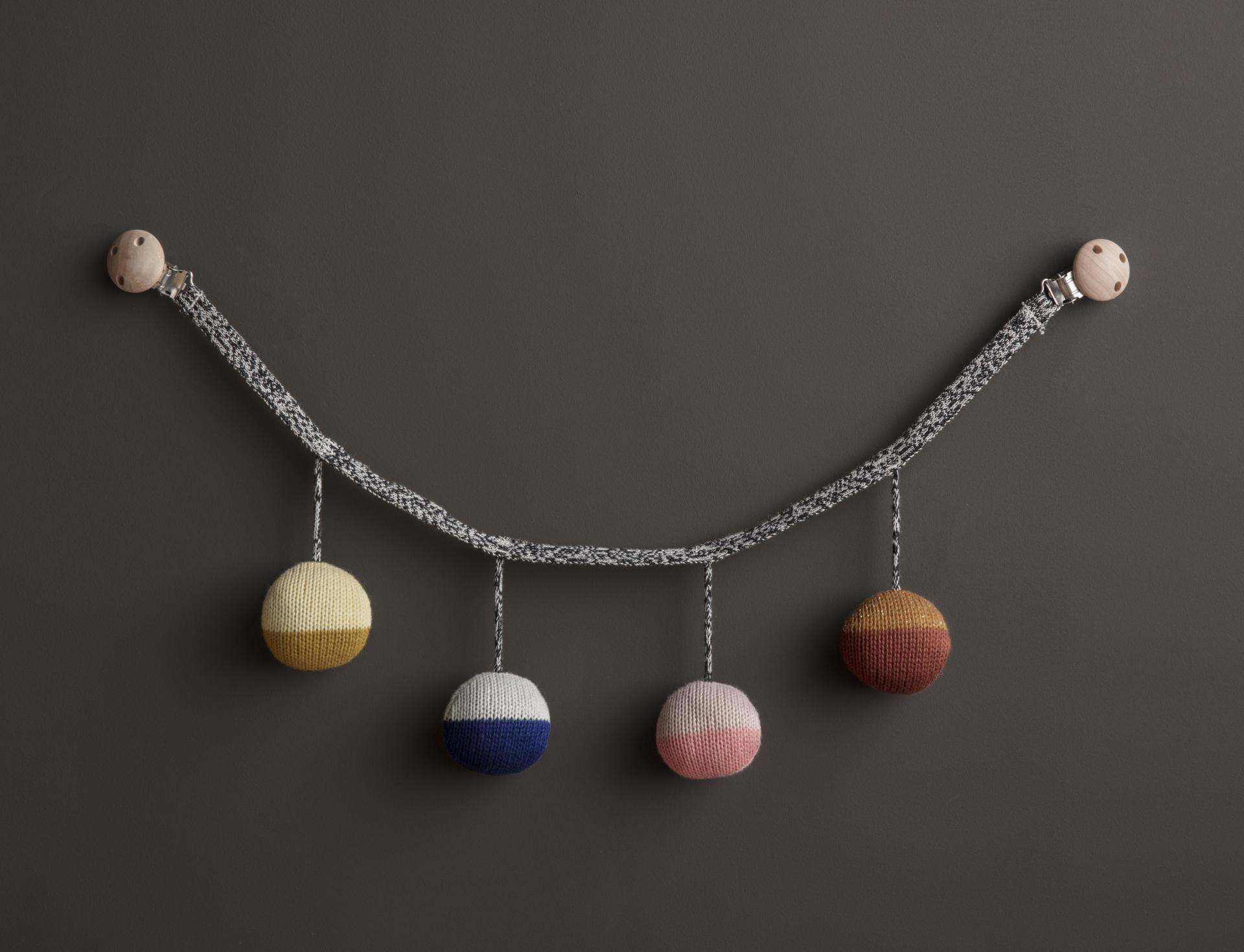 ferm LIVING Pletený řetěz do kočárku Ball, multi barva, textil