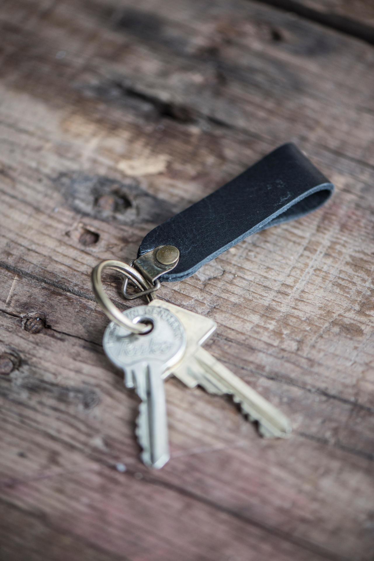 IB LAURSEN Kožený přívěsek na klíče Black, černá barva, kůže