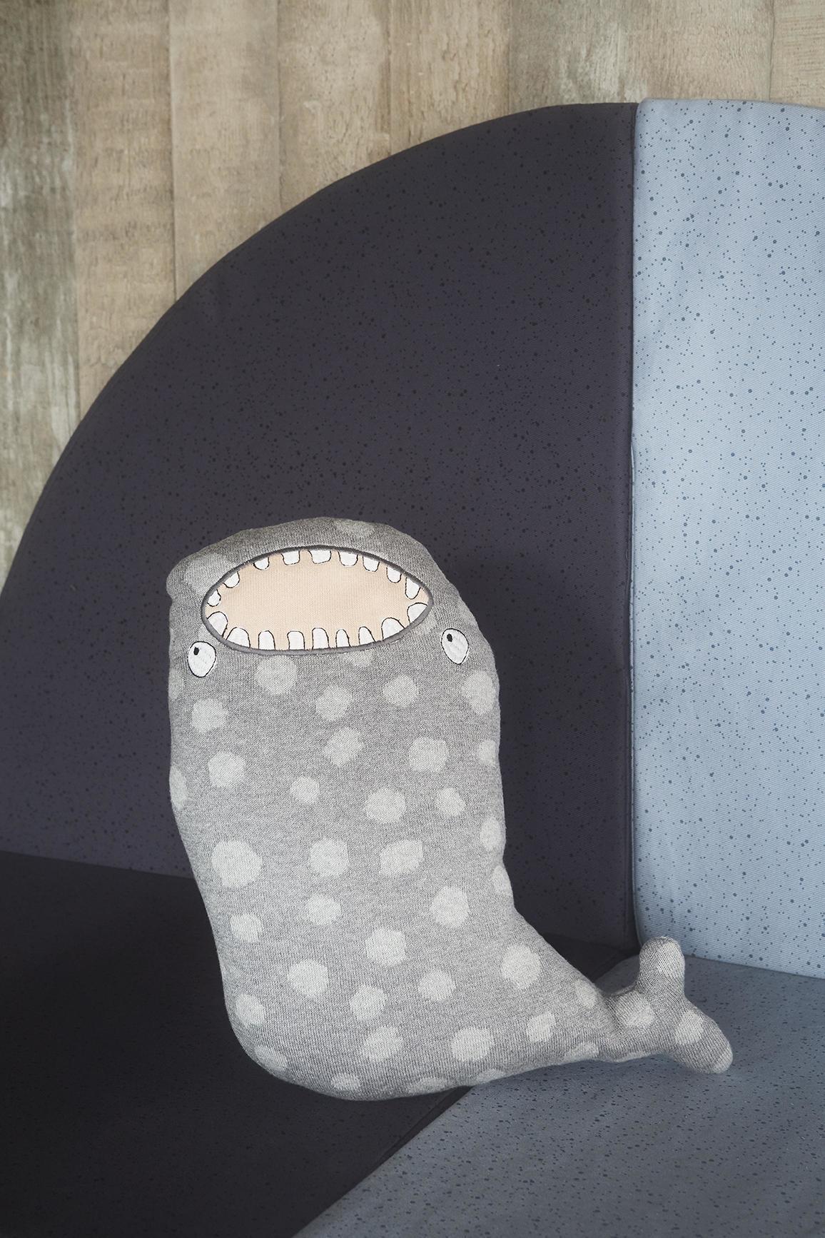 OYOY Dětský polštářek Mr. Megalodon, šedá barva, textil