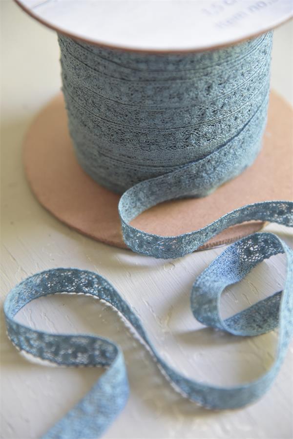 Jeanne d'Arc Living Krajková stuha Dusty Blue, modrá barva, textil