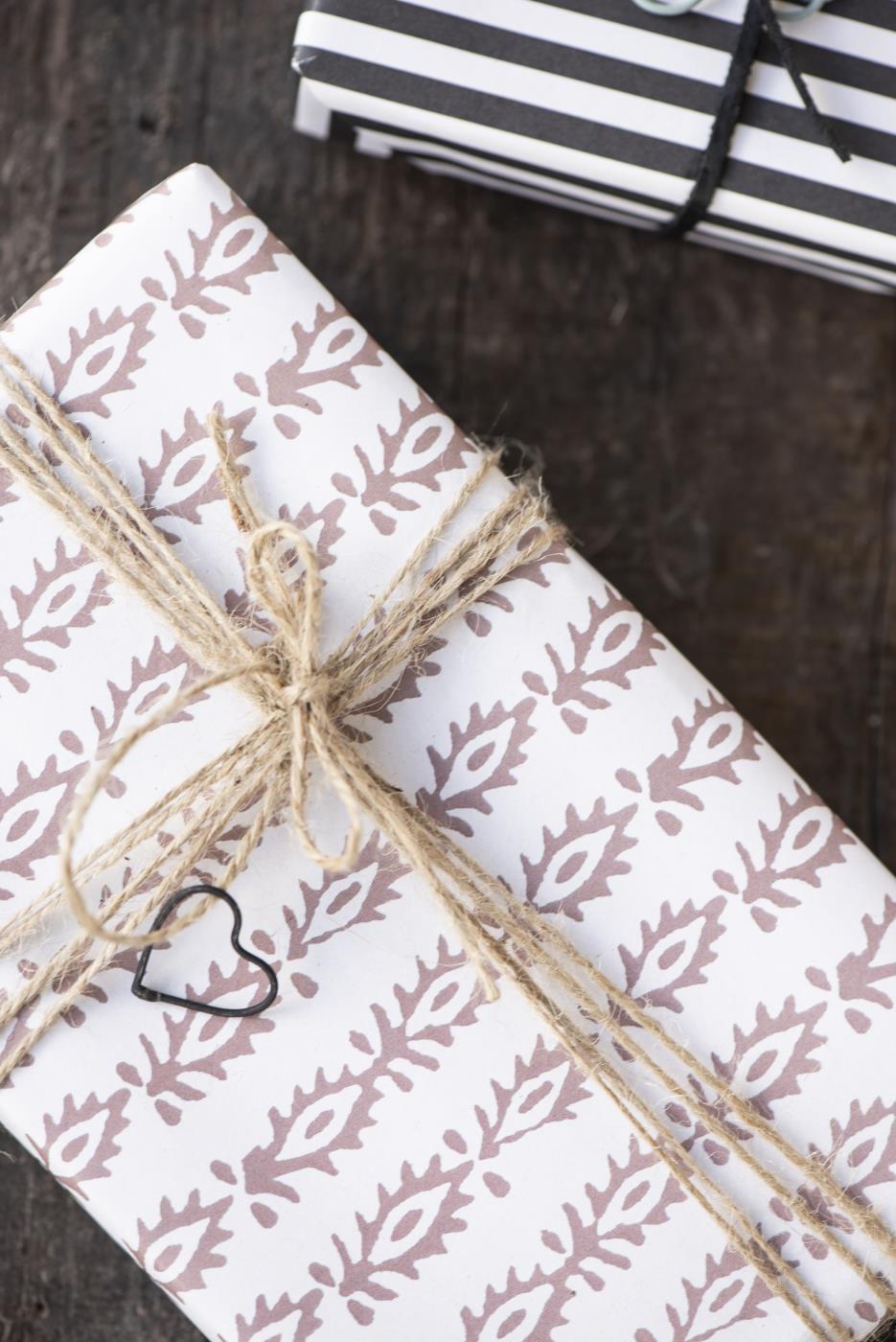 IB LAURSEN Balicí papír flower malva, růžová barva, bílá barva, papír