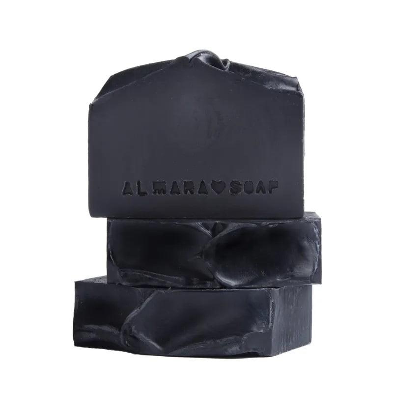 Almara Soap Přírodní mýdlo Black As My Soul, šedá barva - Almara Soap přírodní mýdlo Black As My Soul 100 g