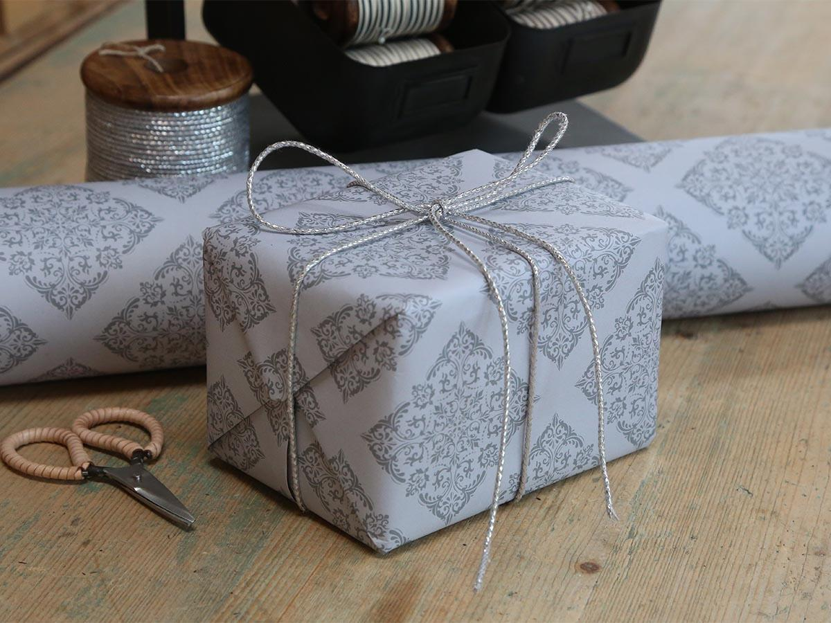 Chic Antique Balicí papír Romantique French Grey 10m, šedá barva, papír