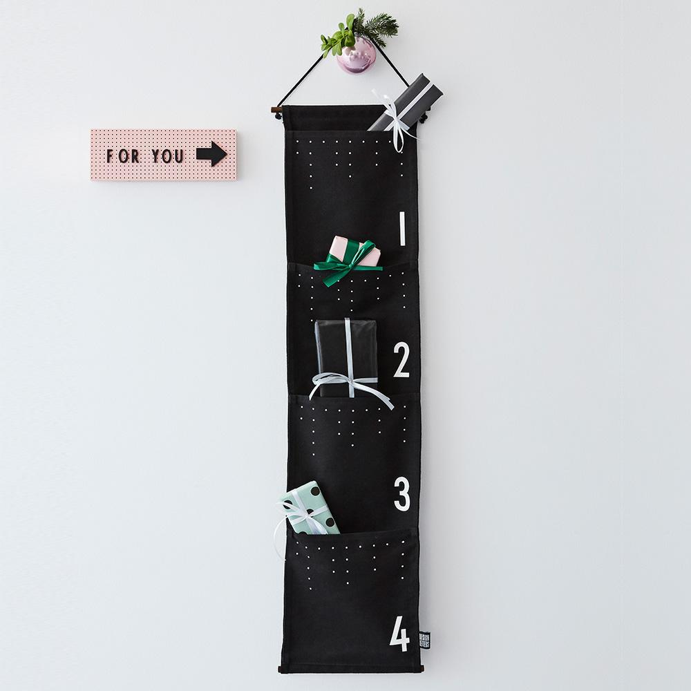 DESIGN LETTERS Adventní kalendář Black & White, černá barva, bílá barva, dřevo, textil