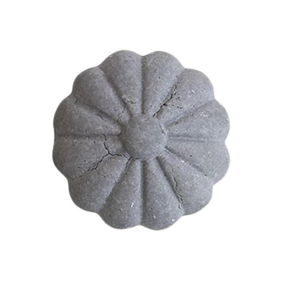 Chic Antique Cementová úchytka Grey Flower 3 cm, šedá barva, kov, beton