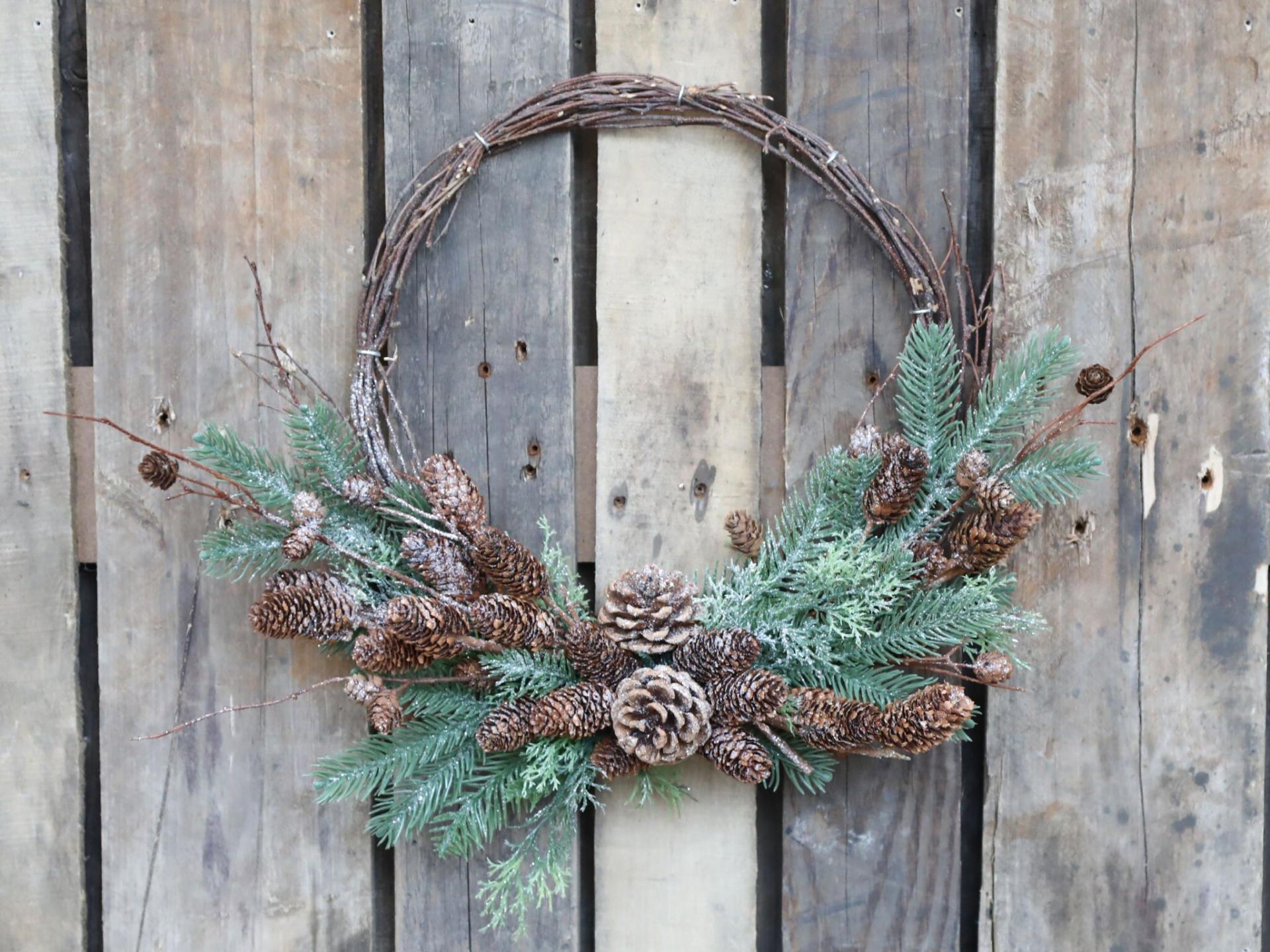 Chic Antique Dekorativní věnec Branches and Cones 36 cm, zelená barva, hnědá barva, dřevo, plast