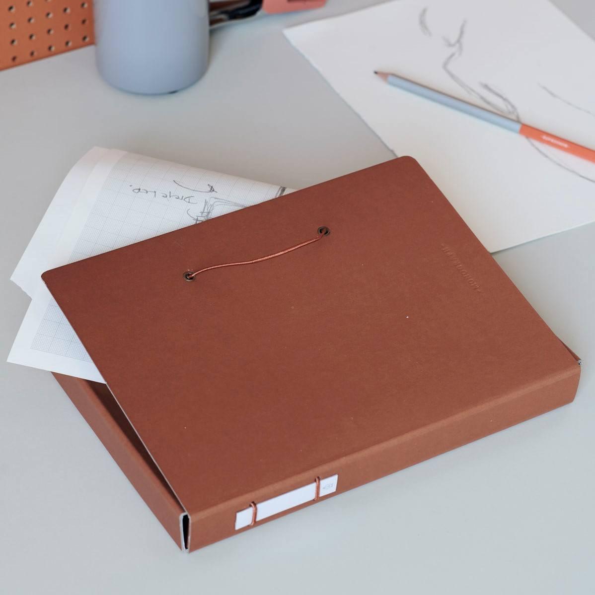 MONOGRAPH Papírová složka na dokumenty Cognac, oranžová barva, hnědá barva, papír