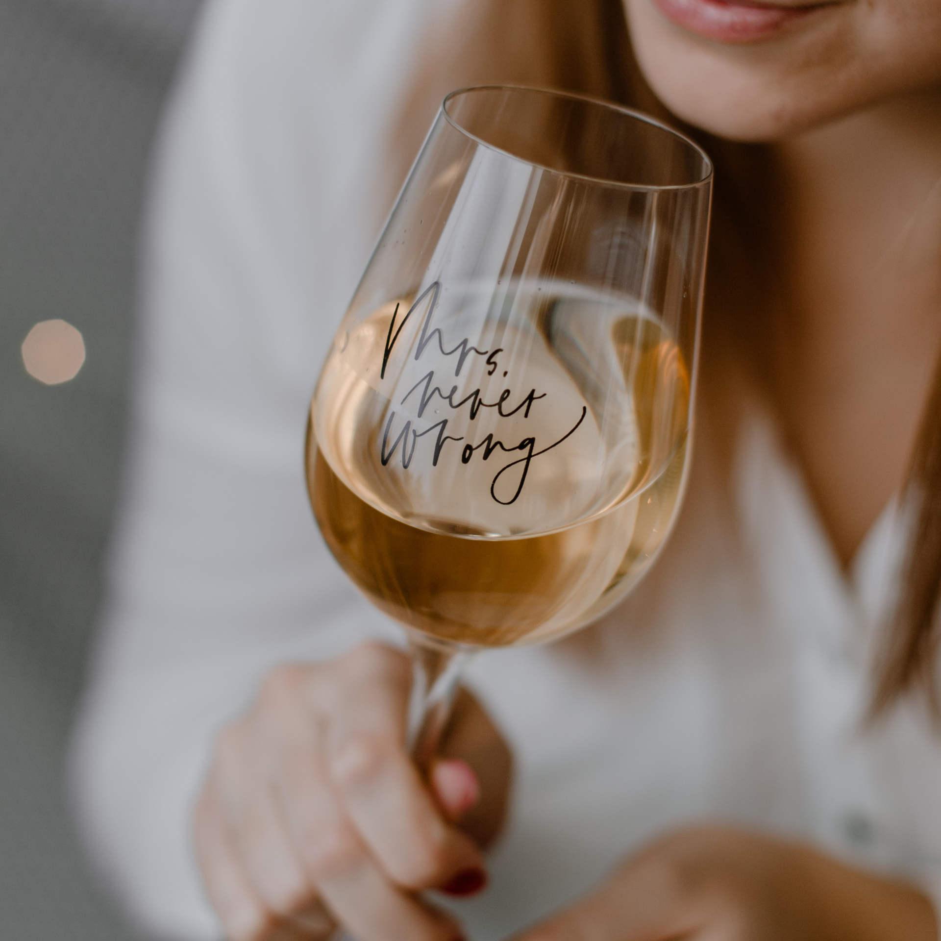 Bella Rose Sklenice na víno Mrs. Never wrong, čirá barva, sklo