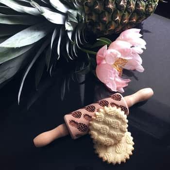 Embosovaný valček na cesto Pineapples - malý