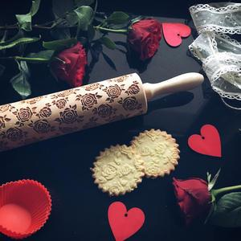 Embosovaný valček na cesto Roses