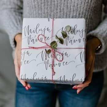Vánoční balicí papír Miluju Vánoce A1