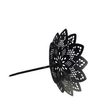 Kovový svícen Antique Black Flower Spear