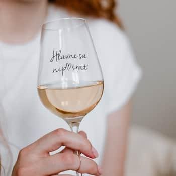 Sklenice na víno Hlavne sa nep♥srať SK