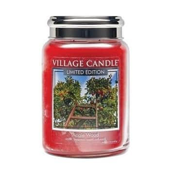 Svíčka Village Candle - Apple Wood 602g