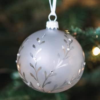 Skleněná vánoční baňka Leaves Matt grey - 8 cm