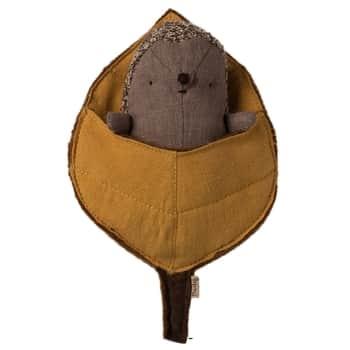 Lněný ježek spící vlistu Baby Hedgehog