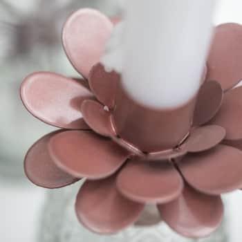 Kovový svícen Flower Faded Rose